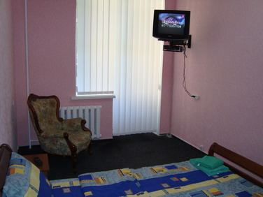 7- FLAT FOR RENT IN KIEV BASEINA STREET