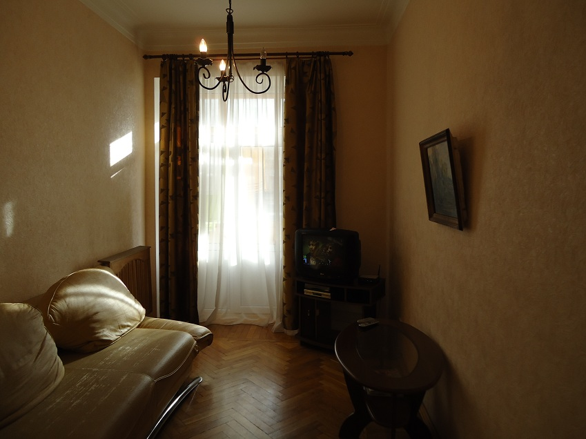 207- KIEV RENTAL TWO ROOM APARTMENT NEAR ITALIAN EMBASSY