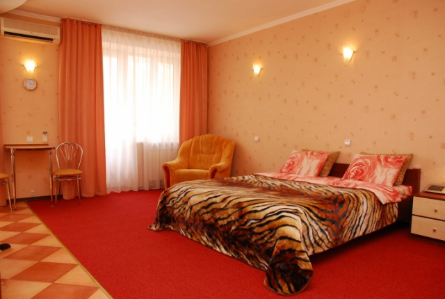 253- ECONOMIC CLASS ONE BEDROOM APARTMENT KIEV MAIDAN SQUARE